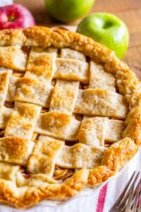 easy apple pie recipe shot from the side