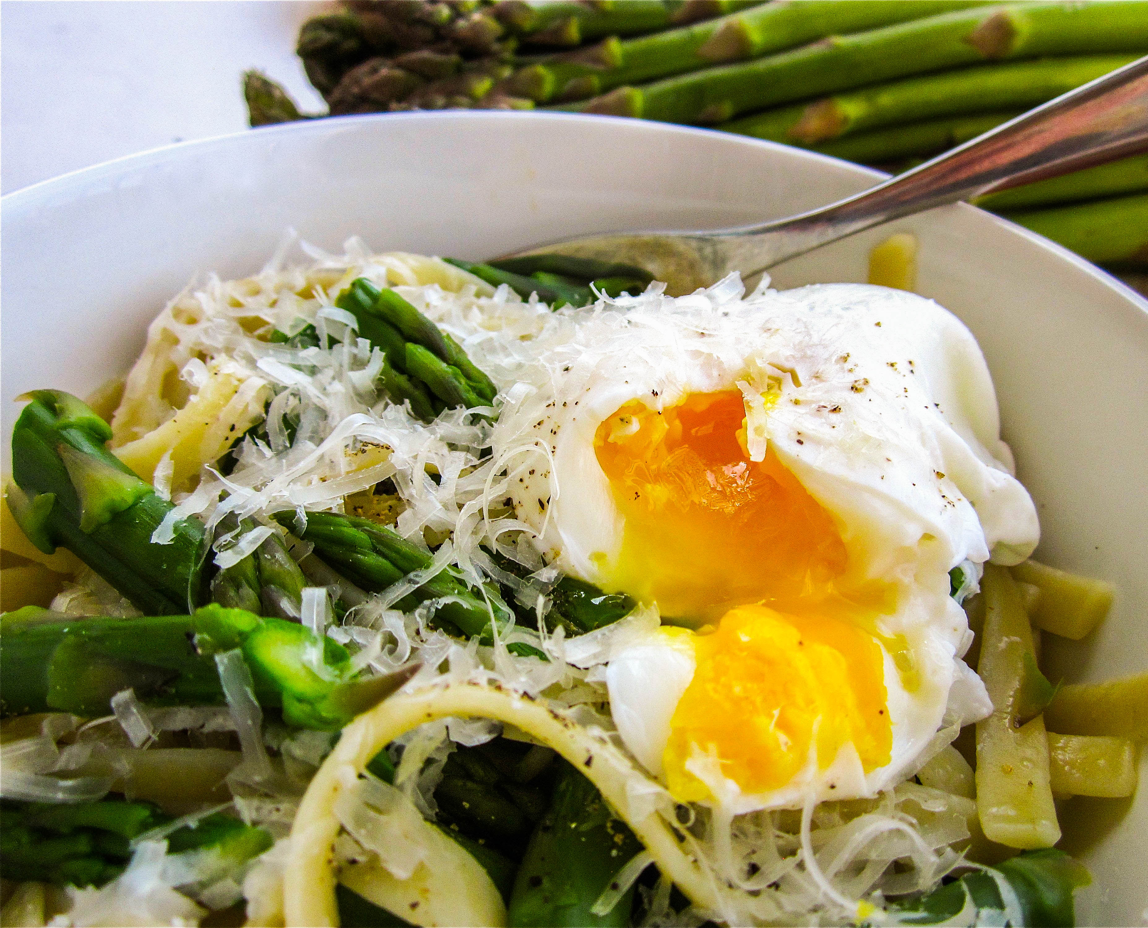 Asparagus and Poached Eggs over Pasta - The Food Charlatan