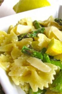 {Very Quick} Garlic Asparagus and Pasta with Lemon Cream from TheFoodCharlatan.com