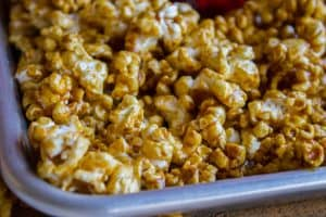10 Minute Caramel Popcorn in the Microwave (FOR REAL, 10 minutes!)
