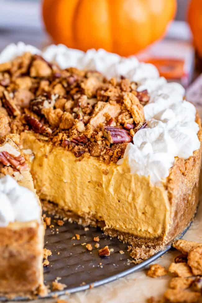 no bake pumpkin cheesecake with pecans and graham crackers and whipped cream
