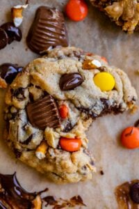 peanut butter pretzel cookies with reeses