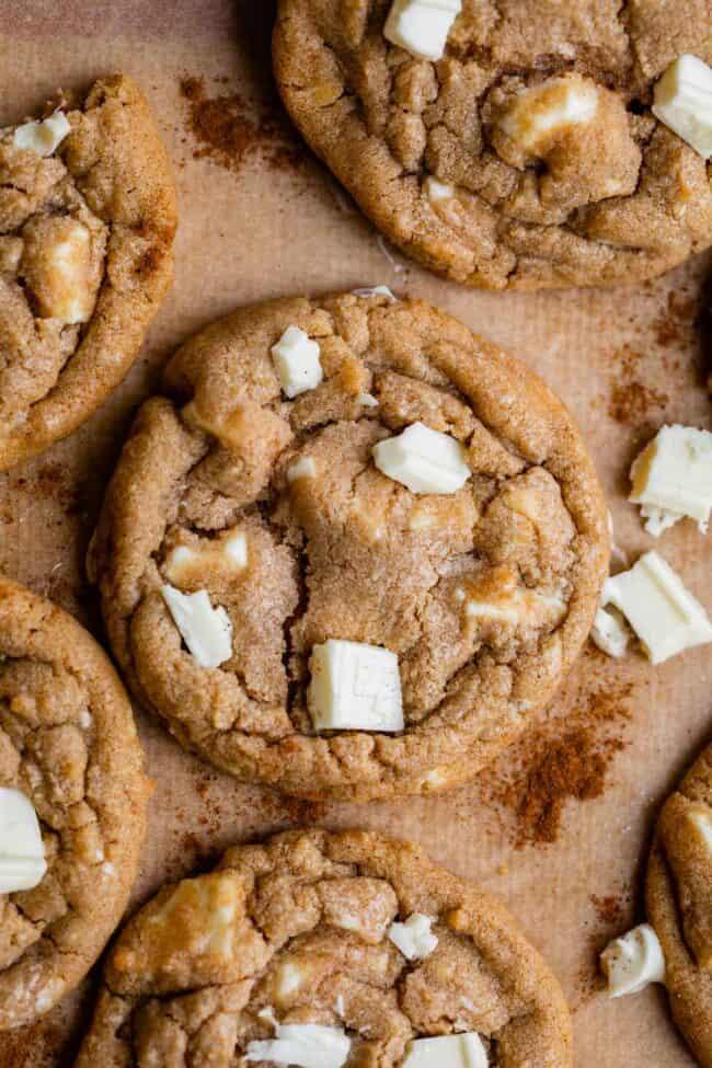cinnamon and white chocolate cookies
